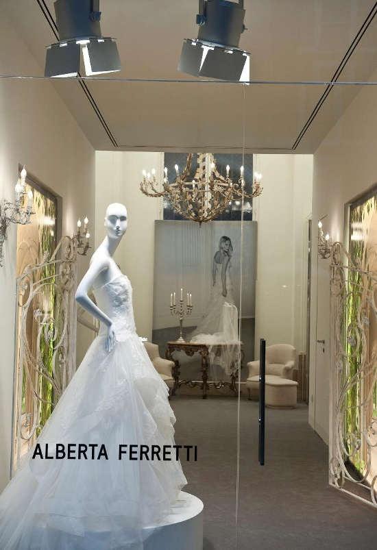 official photos bb5ea c4385 ALBERTA FERRETTI APRE LA PRIMA BOUTIQUE DEDICATA AGLI ABITI ...