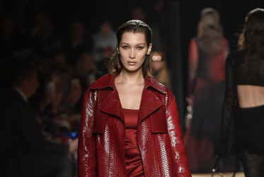 Omaze  una Milan Fashion Week experience per raccogliere fondi per Anlaids 051b41f600d