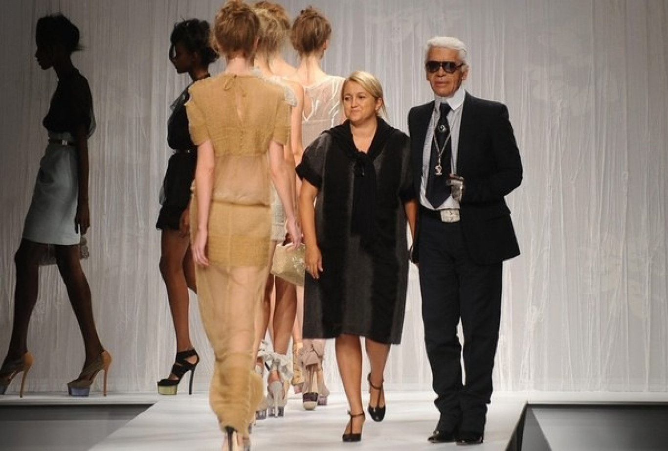 77487d809f4 THE HISTORY OF ITALIAN FASHION  FENDI • Camera Nazionale della Moda ...