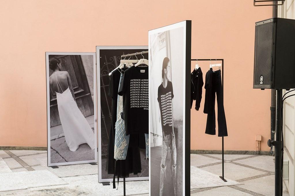 Fotoservizio/SS 2019/WOMEN/PRESENTAZIONE/DONDUP/DP2/3