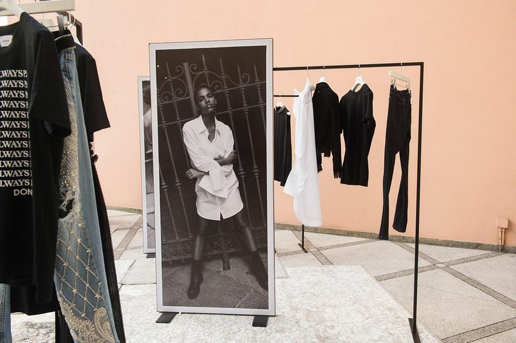Fotoservizio/SS 2019/WOMEN/PRESENTAZIONE/DONDUP/DP2/113