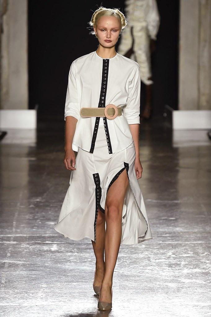 Foto e video delle sfilate • Milano Moda Donna S S 2019 afafdea25d7