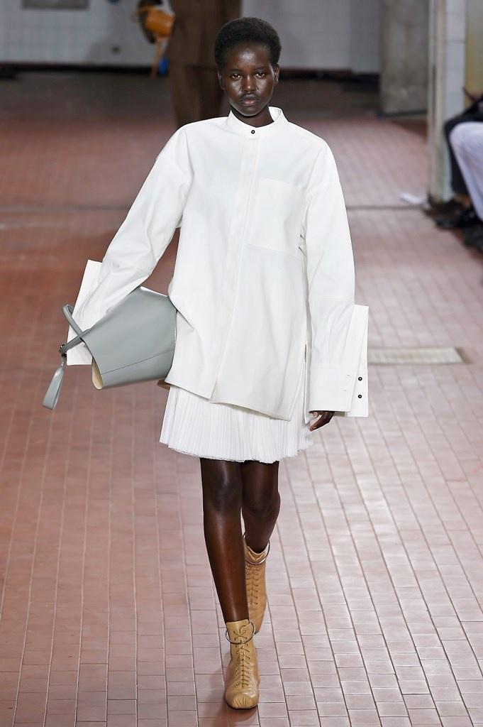 online retailer e2601 63aa9 Sfilata JIL SANDER • Milano Moda Donna S/S 2019