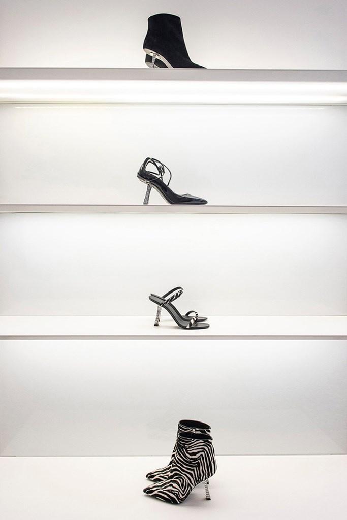 Fotoservizio/FW 19-20/WOMEN/PRESENTAZIONE/GIUSEPPE ZANOTTI/DP2/0