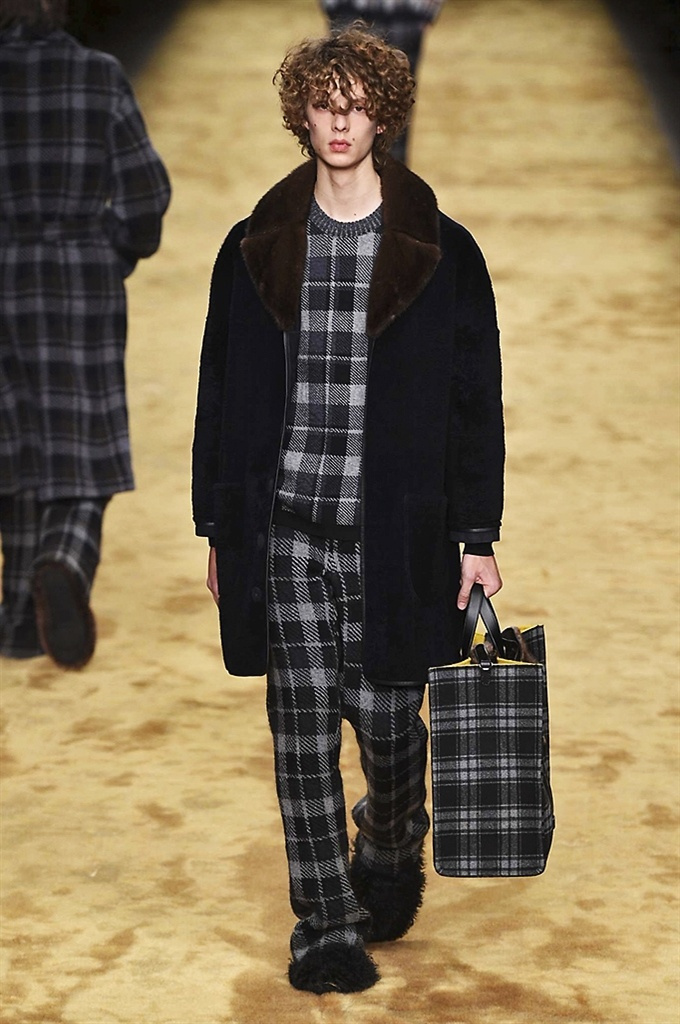 Fotoservizio/FW 2016-2017/MEN/FENDI/DP2/1