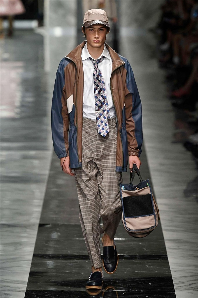 Fotoservizio/SS 2018/MEN/FENDI/DP2/11