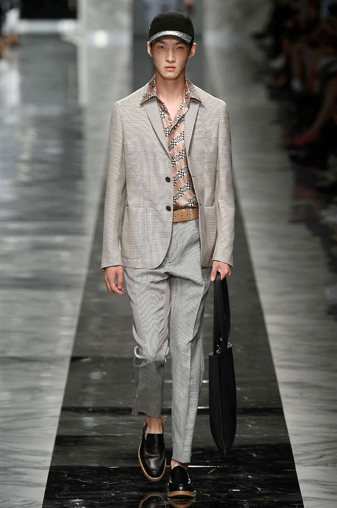 Fotoservizio/SS 2018/MEN/FENDI/DP2/13