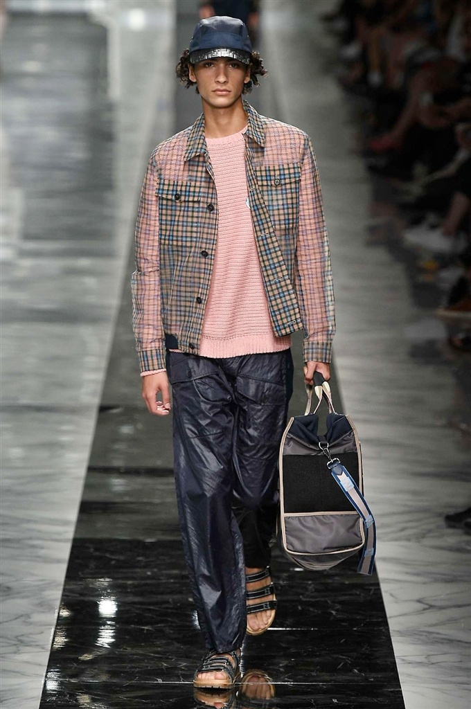 Fotoservizio/SS 2018/MEN/FENDI/DP2/23
