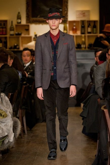 Fotoservizio/FW 2013-2014/MEN/MOSCHINO/DP1/4