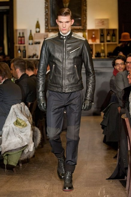 Fotoservizio/FW 2013-2014/MEN/MOSCHINO/DP1/16