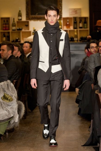 Fotoservizio/FW 2013-2014/MEN/MOSCHINO/DP1/18